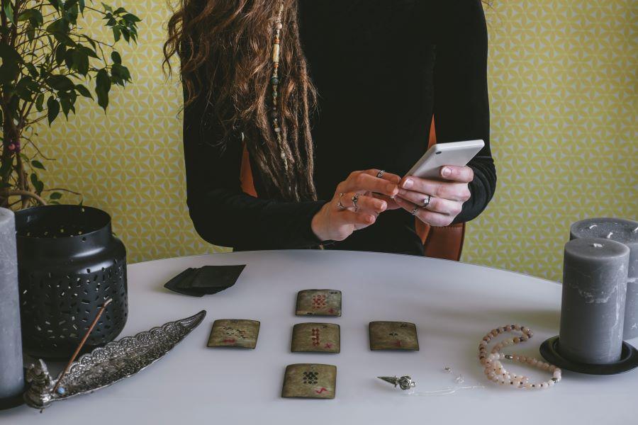 Cartomanzia telefonica a basso costo: scopri dove trovarla